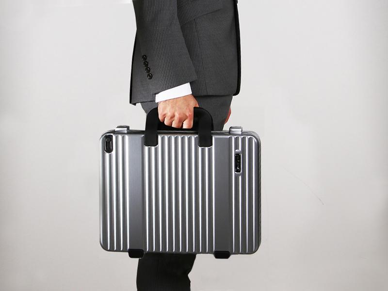 鞄のように収納ができる『PrestigeⅡアタッシュケース』
